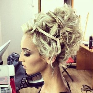 hair is very royal like for woman in ancient greece